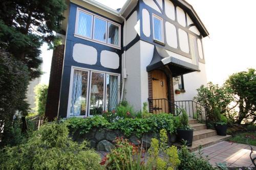 The English Bay Inn - Vancouver, BC V6G 1R4