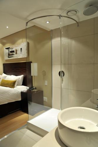 Protea Hotel by Marriott Transit O.R. Tambo Airport Photo