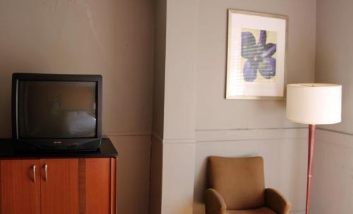 Toronto Central Hotel - Toronto, ON M5B 1Y7
