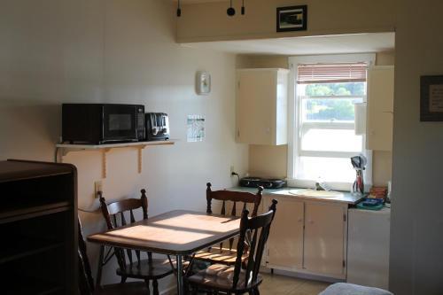 Lily Front Motel & Cottages - Lunenburg, NS B0J 2C0