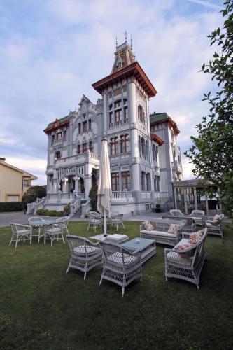 Calle Dionisio Ruisánchez 3-6, 33560 Ribadesella, Asturias, Spain.