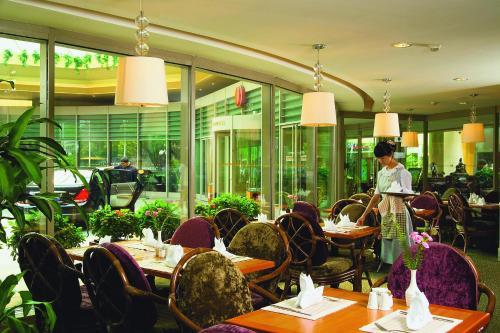 Jianguo Hotel photo 8