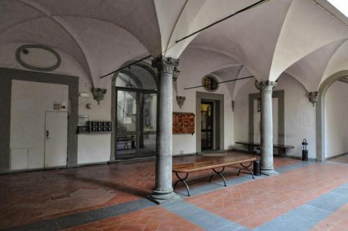 Via dei Serragli, 49, 50123 Firenze, Italy.
