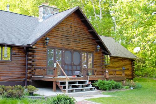 Aubert Den Bed And Breakfast - Branch, MI 49402