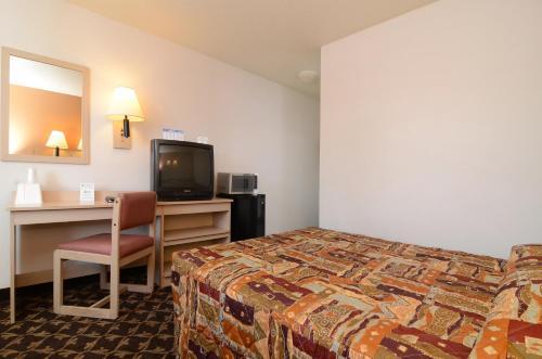 super 7 motel in coralville ia free internet pets. Black Bedroom Furniture Sets. Home Design Ideas