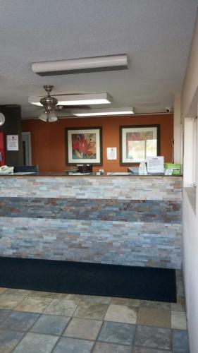 Super 7 Motel - Coralville, IA 52241