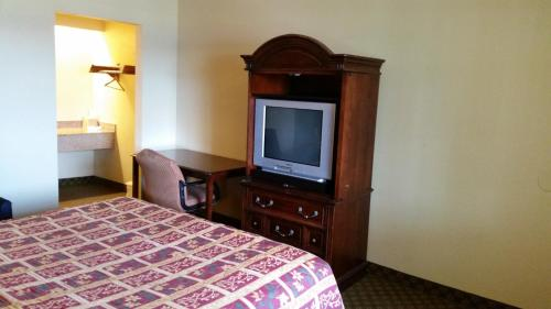 Travel Inn Motel - Hartford, CT 06120
