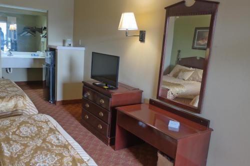 Legacy Inn & Suites - Gulfport, MS 39503