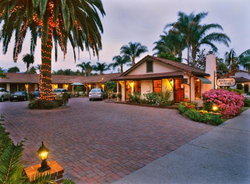 Harbor House Inn Photo