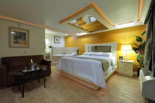 Romantic Inn & Suites Photo
