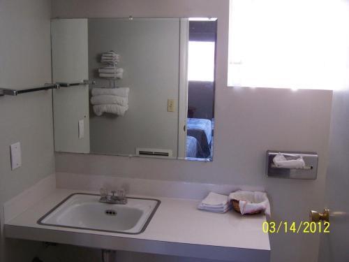 Washington Motel - Washington, KS 66968