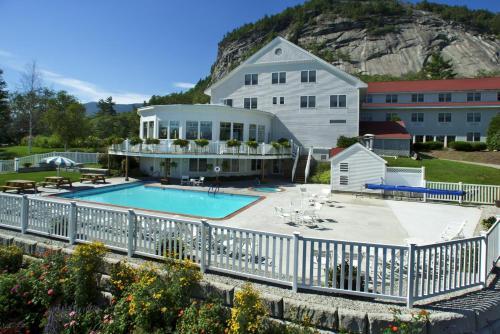 White Mountain Hotel and Resort Photo