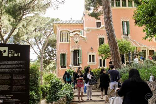Large Guell Apartments photo 30