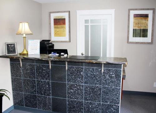 Moonlight Inn & Suites Photo