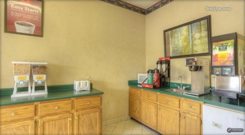 Econo Lodge Corbin - Corbin, KY 40701