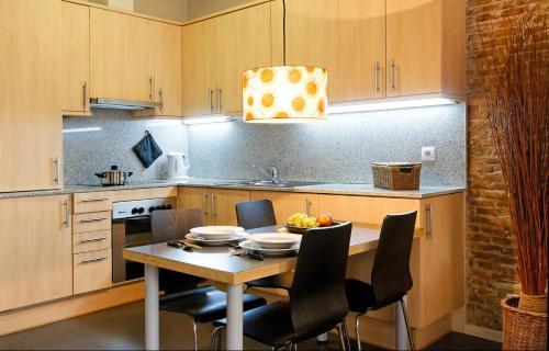 Inside Barcelona Apartments Esparteria photo 9