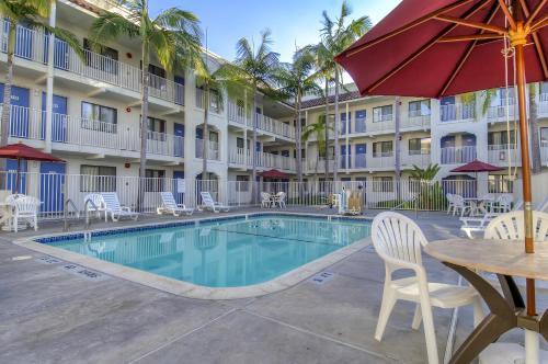 Motel 6 Oceanside Photo