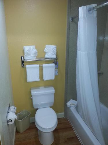 Quality Inn & Suites photo 13