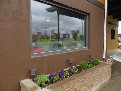 Knights Inn Edmonton Photo