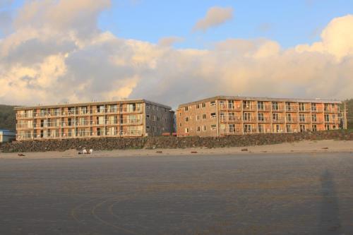 Tolovana Inn Photo