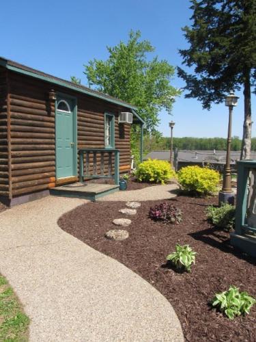 Moon River Cabins - Bellevue, IA 52031