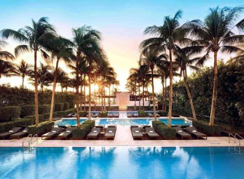 2001 Collins Avenue, Miami Beach, Florida, USA, FL 33139.