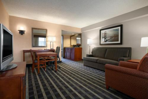 Embassy Suites By Hilton San Francisco Airport Waterfront - Burlingame, CA 94010