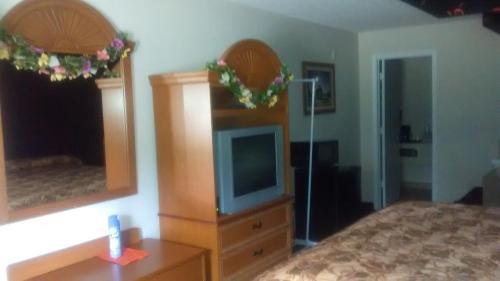 General Bragg Inn & Suites - Chickamauga, GA 30707
