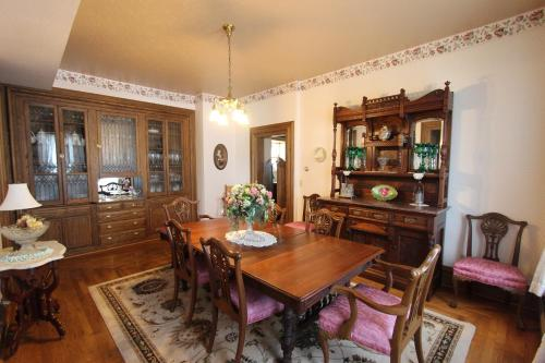 Clover Cliff Ranch Bed And Breakfast - Elmdale, KS 66850