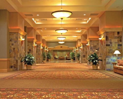 DoubleTree By Hilton Hotel Denver - Stapleton North Photo