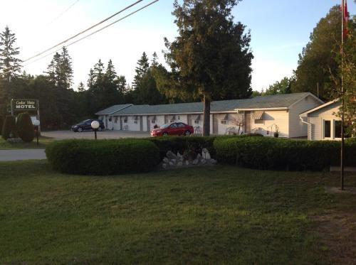 Cedar Vista Motel - Tobermory, ON N0H 2R0