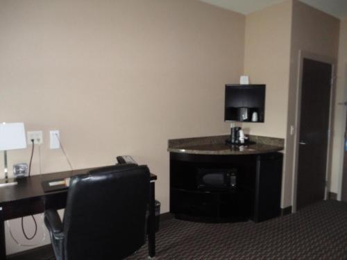 Comfort Suites Kelowna Photo
