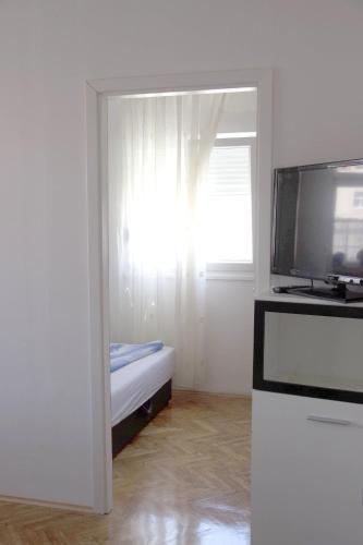 Apartments Tomisa
