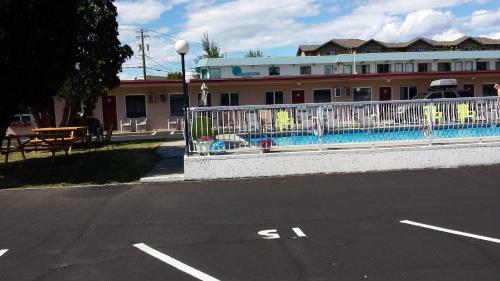 Swiss Sunset Inn - Penticton, BC V2A 6G1