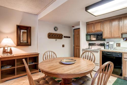 One-bedroom Condo 301 At Trails End