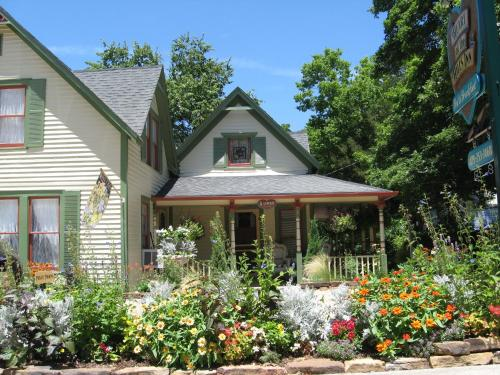 Heart Of The Hills Inn - Bed And Breakfast - Adults Only - Eureka Springs, AR 72632