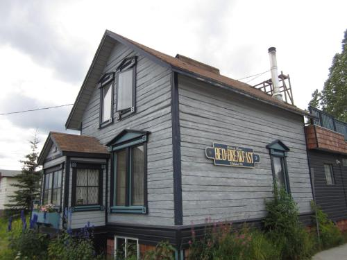Historical Guest House - Whitehorse, YT Y1A 1L6
