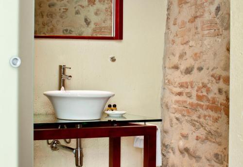 Via Carmelitani Scalzi 5, Verona, Italy.