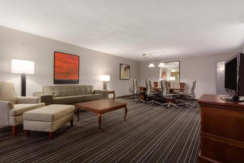 Wyndham Dallas Suites - Park Central - Dallas, TX 75240