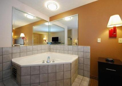 Quality Inn Savannah Photo