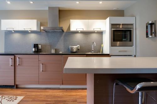 Nuvo Hotel Suites - Calgary, AB T2R 0J1