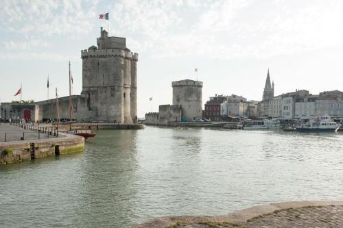 33 Rue Thiers, 17000 La Rochelle, France.