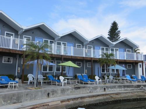 Dolphin Inn Photo