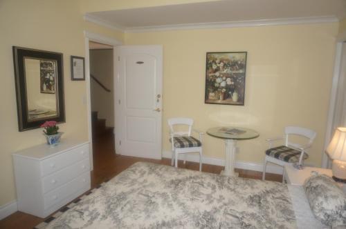 The Spare Room Bed & Breakfast - Osoyoos, BC V0H 1V4