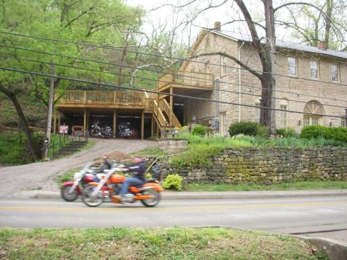The Brownstone Inn - Eureka Springs, AR 72632