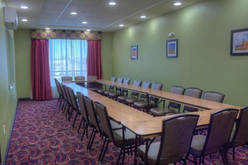 Comfort Inn & Suites Artesia Photo