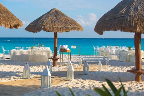Krystal Grand Punta Cancún Photo