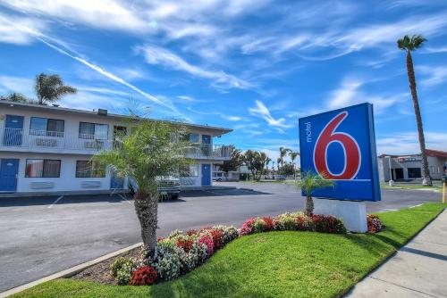 Motel 6 Stanton Photo
