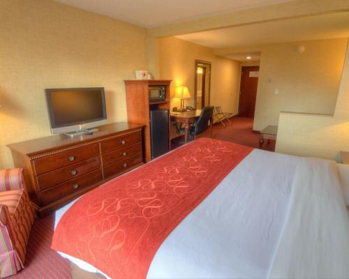 Comfort Suites Lake George Photo