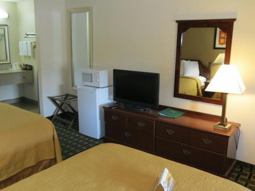 Quality Inn & Suites Southlake Photo